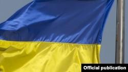 Аспірант вивісив прапор у той час, коли поруч відбувався мітинг-концерт на честь третьої річниці «приєднання Криму до Росії»