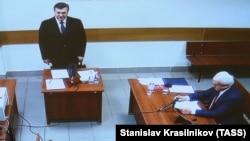 Віктор Янукович (л) свідчить у справі екс-«беркутівців», 15 грудня 2016 року, скриншот із відеотрансляції з Москви