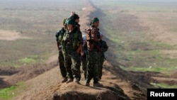 Курдские бойцы на границе Сирии и Ирака.