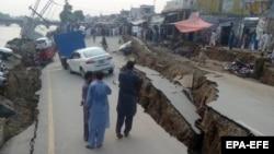 Пошкоджена землетрусом дорога в Мірпурі, Пакистан, Кашмір, 24 вересня 2019 року