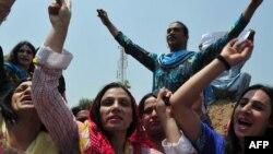 Активисты общины трансгендеров в Пакистане выступают за свои права. Пешавар, 11 июля 2011 года.