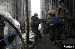 Сьвідравая ўстаноўка на нафтавым радовішчы, Ніжнявартаўск, Расея.