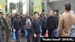 Освобожденные из тюрем в Душанбе во время одной из предыдущих кампаний по амнистии.