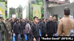 Тәжікстандағы түрмеден босатылып жатқан тұтқындар, Душанбе (Көрнекі сурет).