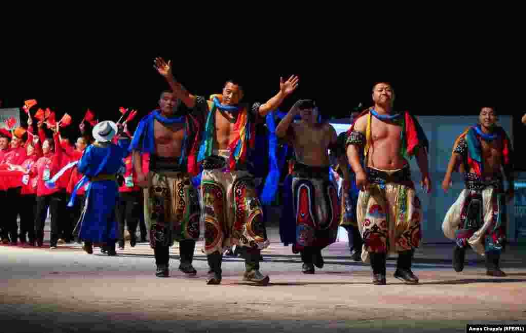 Сборная Монголии. В этом году в Играх принимают участие около 3 тысяч атлетов из 77 стран мира.