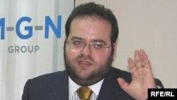 """Евгений Гуревич """"Азаттыктын"""" суроолоруна жооп берип жаткан учур, Бишкек, 14-октябрь, 2009."""