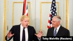 Secretarul de stat american Rex Tillerson la Londra cu ministrul de externe britanic Boris Johnson