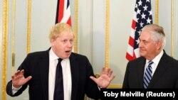 ABŞ dövlət katibi Rex Tillerson (sağda) və Britaniya xarici işlər naziri Boris Johnson