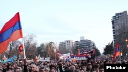 Armenia -- Thousands of opposition supporters demonstrate on Yerevan's Liberty Square, 17Mar2011