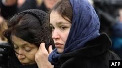 Жанна Немцова әкесі Борис Немцовты ақтық сапарға шығарып салу рәсімінде тұр. Мәскеу, 3 наурыз 2015 жыл.
