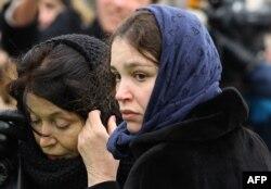 Жанна Немцова на похоронах отца