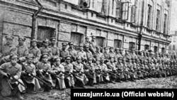 Сотня січових стрільців під час військової підготовки. Київ, 1918 рік