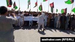 Owgan türkmenleri protest geçirýär