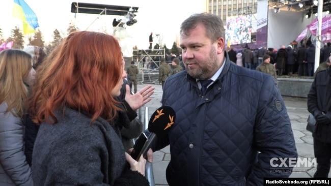 Площа у Вінниці, де виступає Петро Порошенко, під посиленою охороною