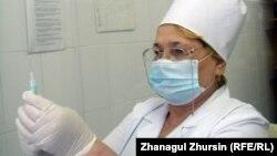 Колектив сайту OKO.press заявляє, що Тишка безпідставно звинуватив медсестер з України в тому, що вони наражають на небезпеку життя польських хворих