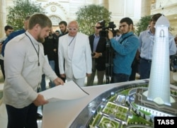 "Рамзан Кадыров и модель ""Ахмат-Тауэра"""