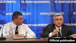Президент Армении Серж Саргсян (справа) и начальник Полиции Армении Владимир Гаспарян во время заседании коллегии Полиции РА, Ереван, 20 июля 2012 г. (фотография – пресс-служба президента Армении)