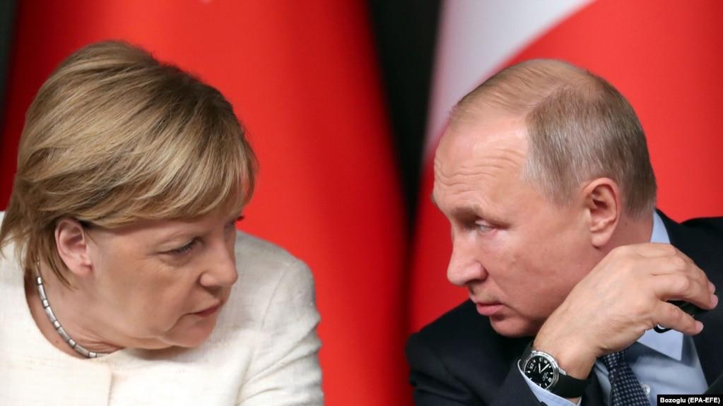 Меркель провела телефонну розмову з Путіним