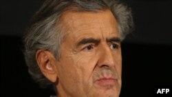 Французский писатель и сценарист Бернар-Анри Леви на встрече с ведущими политиками Украины. Париж, 7 марта 2014 года.