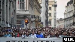 Hiljade ljudi protestovale su protiv nasilja u Beogradu nakon nasilne smrti francuskog navijača Brisa Tatona - fotografija iz arhive: Vesna Anđić