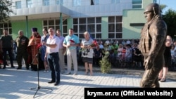 Памятник «вежливым людям» в Белогорске