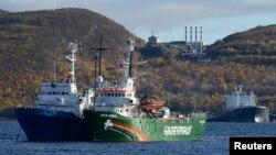 Корабель активістів біля Мурманська
