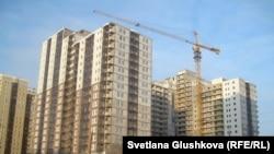 Строящийся жилой комплекс. Иллюстративное фото. Астана, 5 февраля 2013 года.