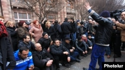 Armenia - Small business owners continue to demonstrate outside the government building in Yerevan, 30Jan2015.