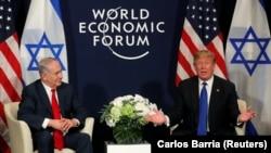 Дональд Трамп на встрече с премьер-министром Израиля Биньямином Нетаньяху в Давосе, Швейцария.