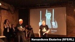 Олег Орлов и Сергей Ковалев на заочном вручении премии Оюбу Титиеву