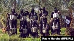"""Боевики группировки """"Исламское государство"""" с оружием в руках."""