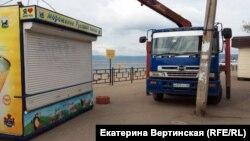 Демонтаж павильонов в Листвянке