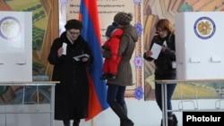 Армения -- Еревандагы добушканалардын биринде, 6-декабрь, 2015.