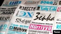 Siyasi müxtəliflik daha çox «Zerkalo» və «Yeni Müsavat» qəzetlərində müşahidə edilib