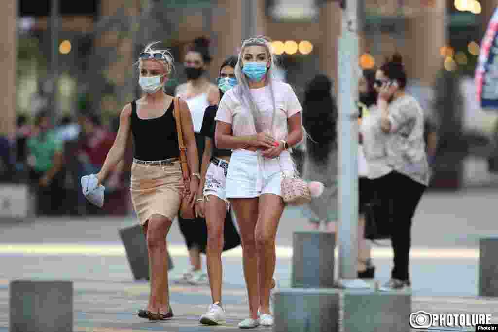МАКЕДОНИЈА - Во последното деноноќие во Северна Македонија се регистрирани нови 119 случаи на коронавирус, 5 починати и 297 оздравени пациенти, соопшти Министерството за здравство.