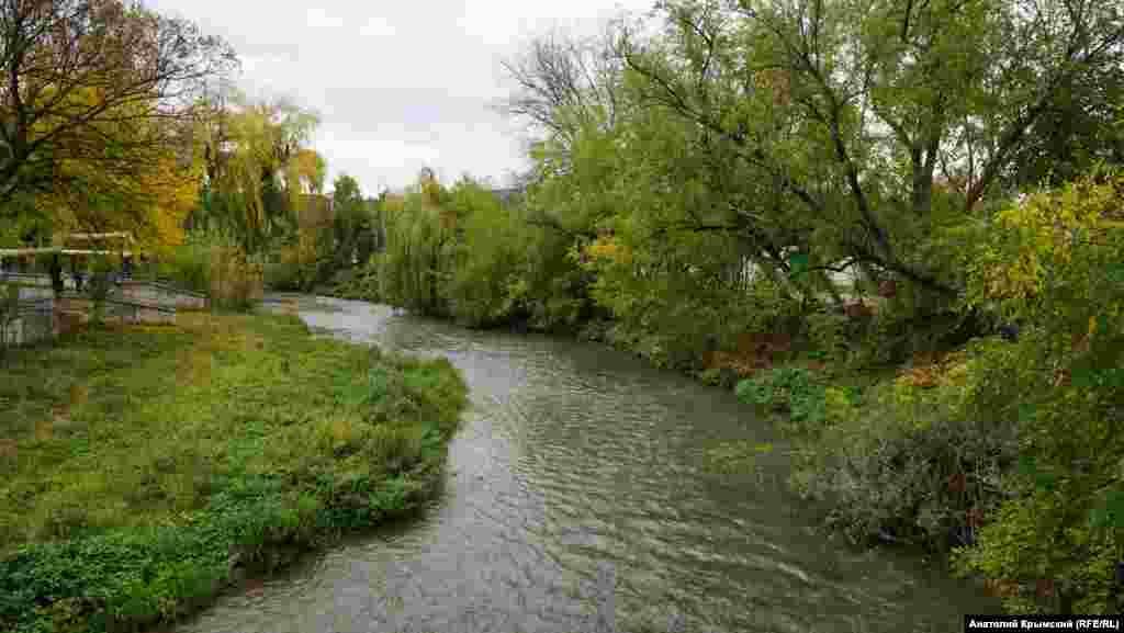 Главна водная артерия Белогорска – речка Карасу( с крымскотатарского – черная река) или Карасевка