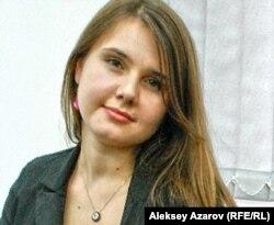 """""""12"""" қайырымдылық жобасына қатысқан Лиана Бахалова. Алматы, 23 қараша 2011 жыл."""