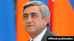 Armenia -- President Serzh Sarkisian at a meeting with school students in Yerevan, 31Aug 2010.