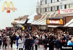 Очередь в первый МакДоналдс в СССР