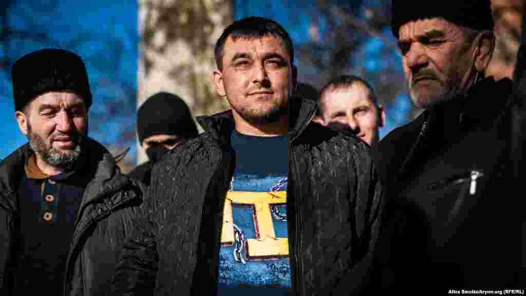 Rusiye Tahqiqat komiteti İsmail Ramazanovnı Zello internet ratsiyası vastasınen ekstremizm propagandasında qabaatladı. O, 2018 senesi yanvarniñ 23-nde evinde keçirilgen tintüvden soñ tutuldı. Qırımlı yarım yıl SİZOda tutuldı. 2019 senesi yanvar ayında Qırımda Tahqiqat komiteti ekstremizmde qabaatlanğan qırımlı İsmail Ramazanovnıñ cinaiy davasını toqtattı. O sene fevral ayında Ramazanov Rusiyeniñ «ekstremistler cedvelinden» de çıqarıldı