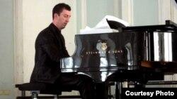 Пијанистот Андреј Наунов.