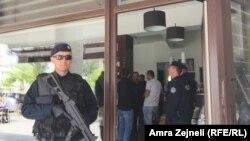 Pamje të lirimit të pronave të uzurpimit në Prishtinë, 6 maj 2016