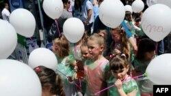 Deca u Prištini na Međunarodni dan dece, 1. jun 2012.
