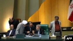 احمد توکلی میگوید، با اعلام وصول نشدن این لایحه مجلس متهم خواهد شد که مخالف شفاف سازی است.