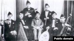 القبانجي وسط فرقة الجالغي البغدادي