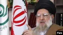 محمد خامنهای میگوید «شعار اعتدال» که اکبر هاشمی رفسنجانی سرمیدهد به معنای «طرفداری از غرب» و دعوت او برای تشکیل دولت ائتلافی نیز «راهی برای ورود براندازان نظام» به دولت است