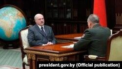 Аляксандар Лукашэнка і міністар надзвычайных сытуацыяў Уладзімер Вашчанка