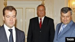 Russian President Dmitry Medvedev meeting with Eduard Kokoity and Sergei Bagapsh in Moscow on August 14