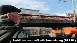 Шулявський міст. Проїзд відкритий, ведуться ремонтні роботи. Київ, 28 лютого 2017 року