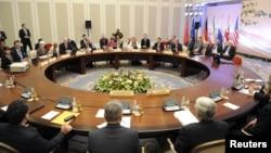 دور دوم مذاکرات آلماتی؛ هیئت ایرانی پشت به تصویر و هیئت ۱+۵ در مقابل
